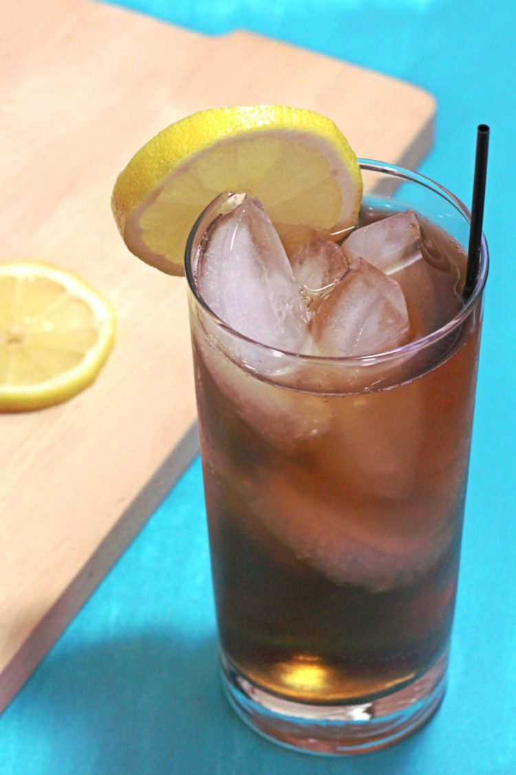 Long Island Iced Tea drink with lemon