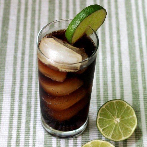Cuba Libre drink recipe: rum, lime, cola