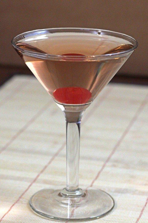 Honolulu Lulu cocktail recipe with Benedictine, gin and maraschino liqueur.