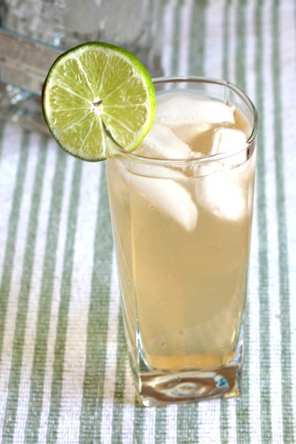White Lizard drink recipe with silver tequila, grapefruit juice and Rose's Lime.