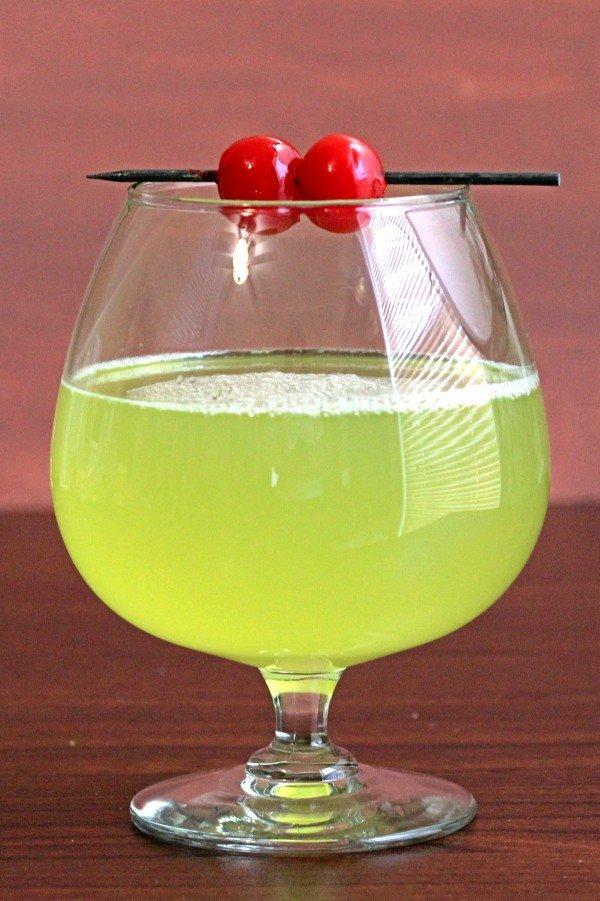Geisha Delight drink recipe with Midori, Galliano, Cointrea, Malibu oconut rum and pineapple juice.