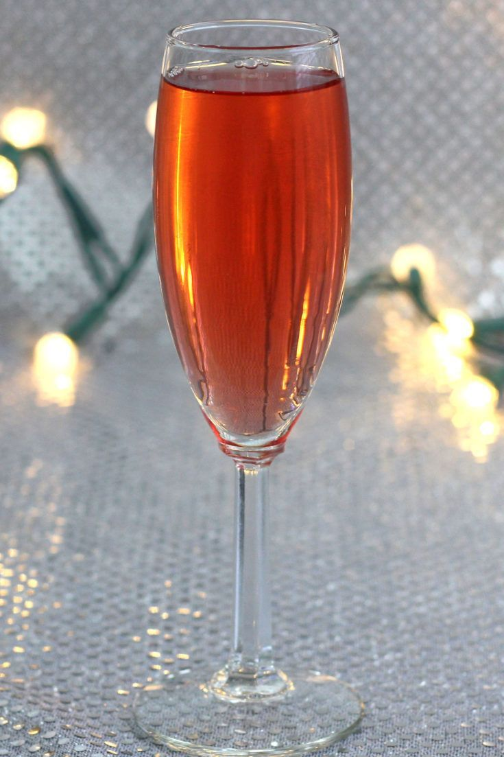 Poinsettia drink: a champagne cocktail recipe