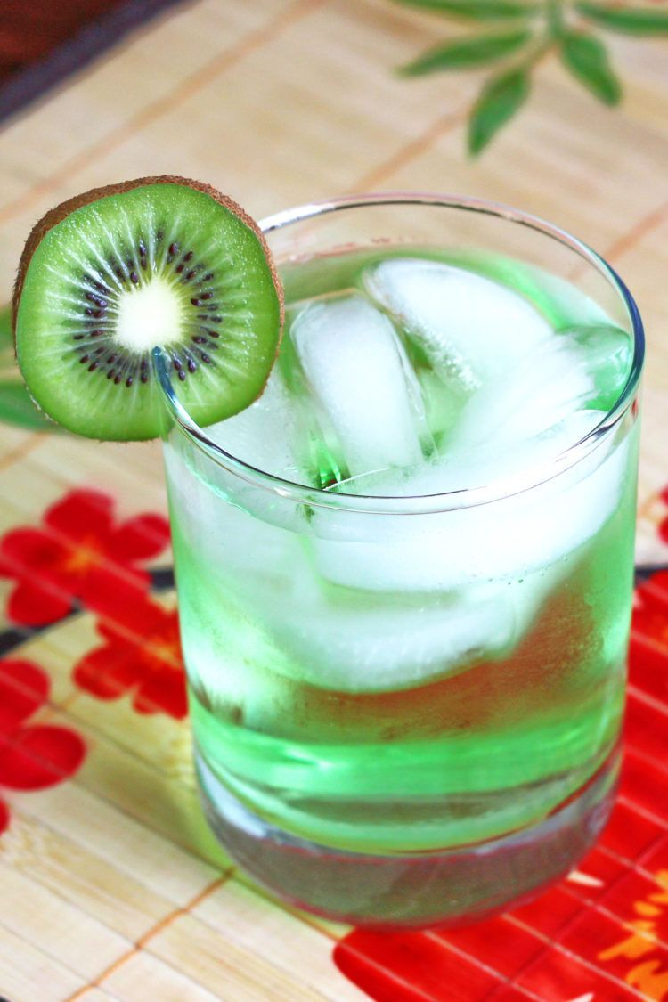 Light green Tokyo Iced Tea drink with kiwi slice garnish