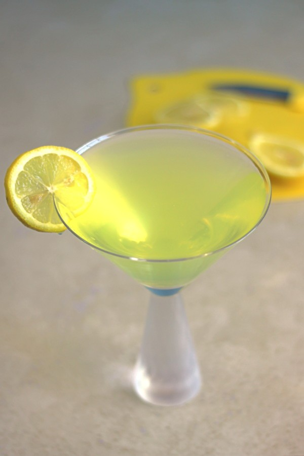 Milano Cocktail recipe with dry gin, Galliano and lemon juice.