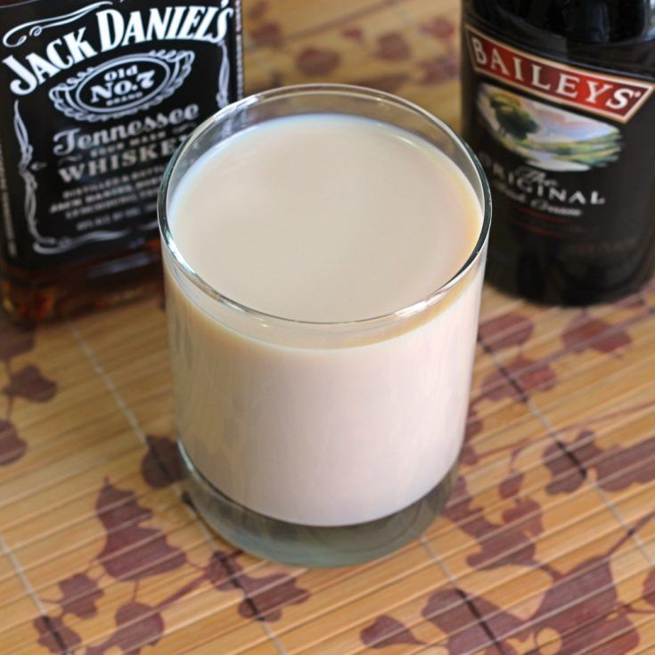 Jack Knife cocktail recipe, featuring Jack Daniels and Baileys