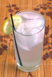 Gin & Bitter Lemon drink in tall glass with ice