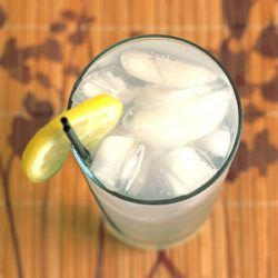 Gin & Bitter Lemon drink recipe with gin, lemon juice and tonic water.