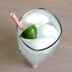 Gin & Tonic classic drink recipe with gin, tonic water and lime.