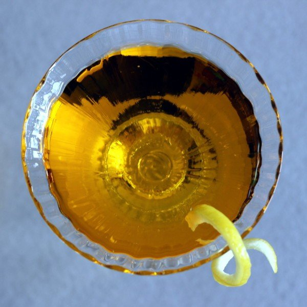 Loch Lomond drink recipe with Scotch, Drambuie and dry vermouth.