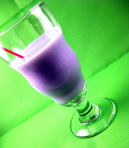Etyk drink recipe - Vodka, Parfait d'Amour, Grenadine, Milk