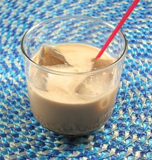 Liquid Snickers drink recipe - Creme de Cacao, Baileys, Frangelico, Cream