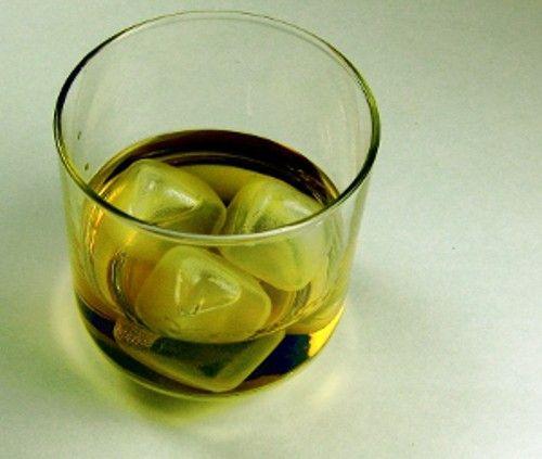 Maple leaf cocktail recipe - Maple Syrup, Bourbon, Lemon