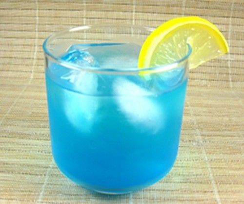 Blue Lagoon drink recipe - Vodka, Blue Curacao, Lemonade