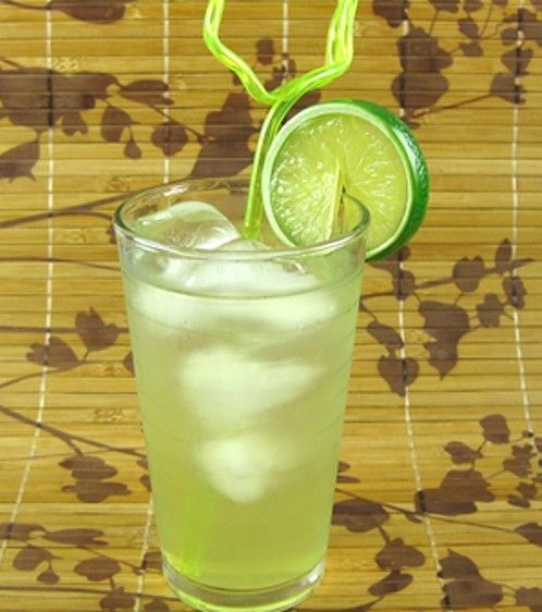 Scotty Boy drink recipe - Absolut Kurant, Sour Mix, Soda Water