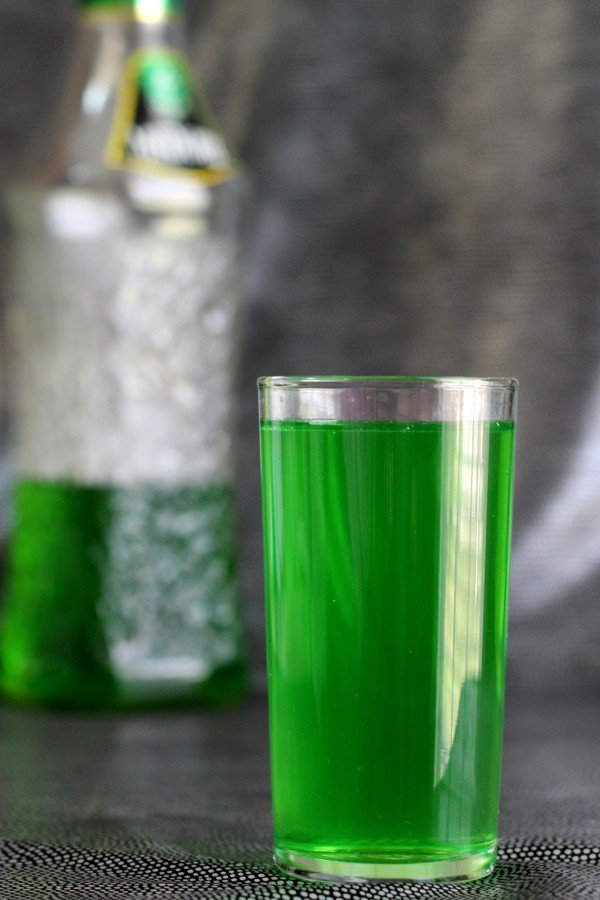 Sweet Tart drink recipe with vodka, Midori, sour mix and 7-Up.