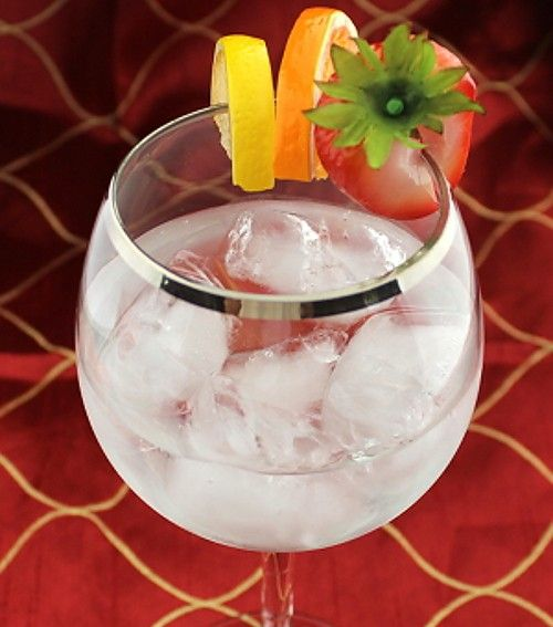 Vodka Cobbler drink recipe - Vodka, Orange Curacao, Gomme Syrup, Fruit Garnish
