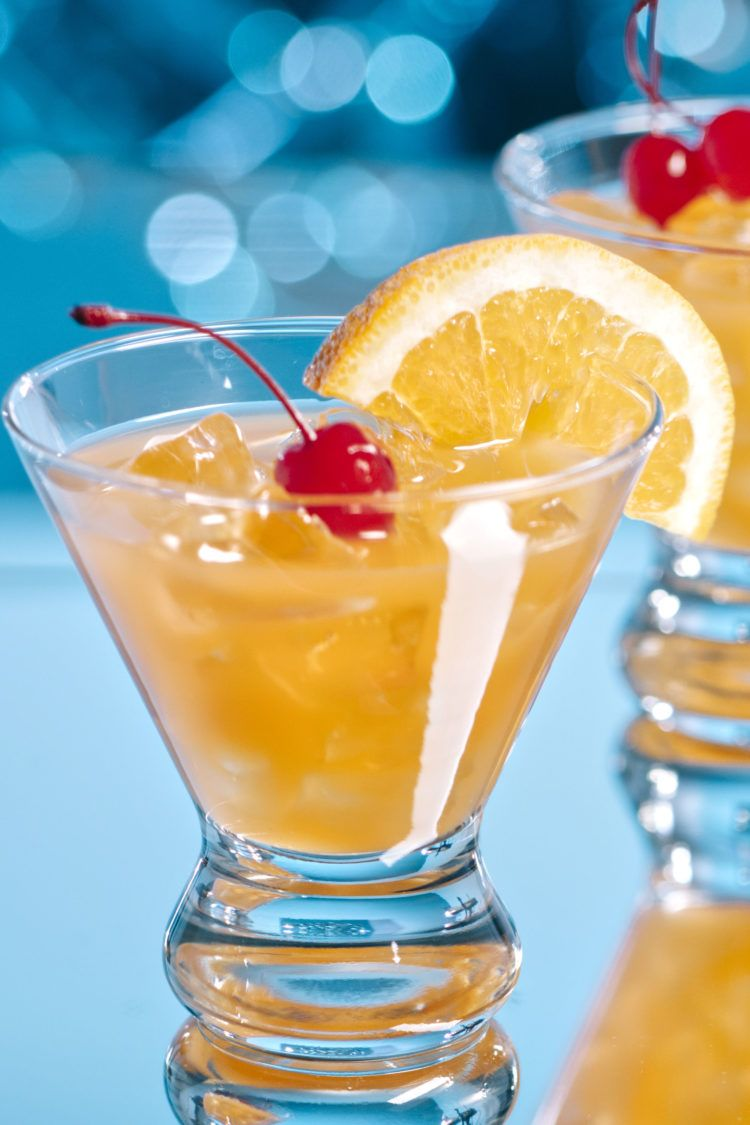 Amaretto Stone Sour drink with ice