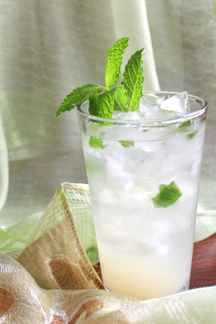 Mojitarita drink with lots of mint sprigs