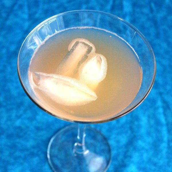 Royal Scandal drink recipe - Crown Royal, Southern Comfort, Amaretto, Pineapple, Sour Mix