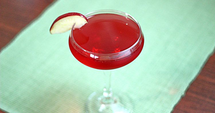 Felicia cocktail with apple slice