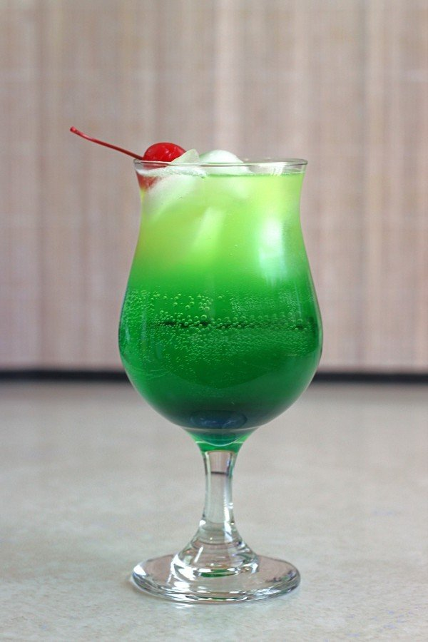 Green cocktail recipes blue curacao for Green alcoholic drinks recipes
