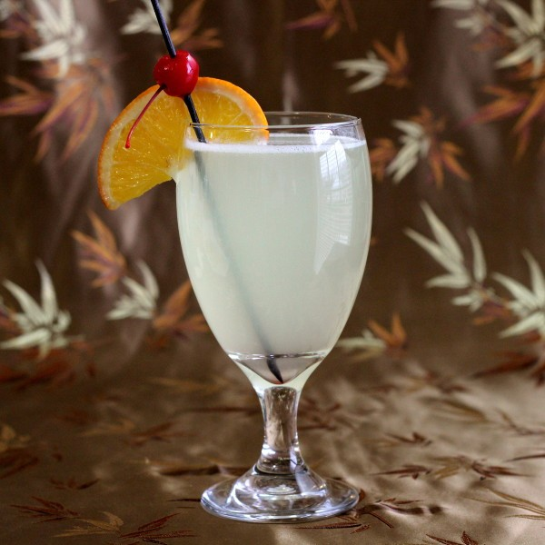 Gin Sour drink recipe: gin, lemon juice, superfine sugar