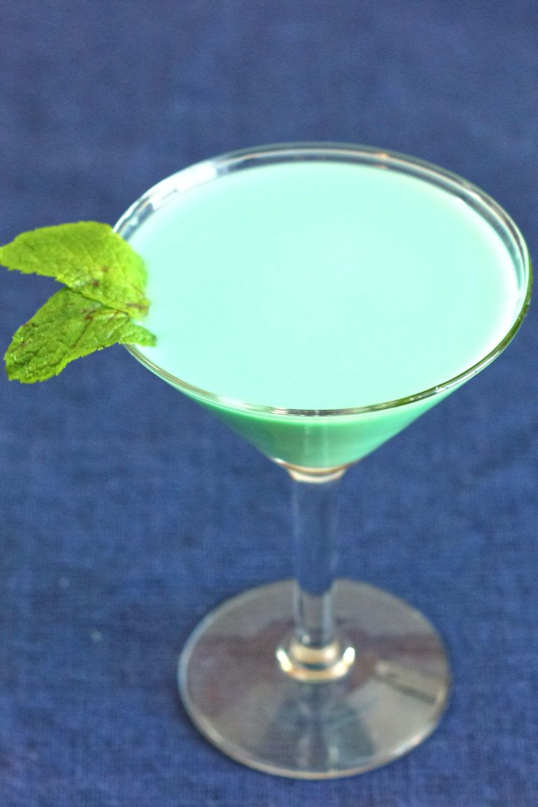 St Patrick's Grasshopper Cocktail | Green St Patrick's Day Drink Recipes You Must Try