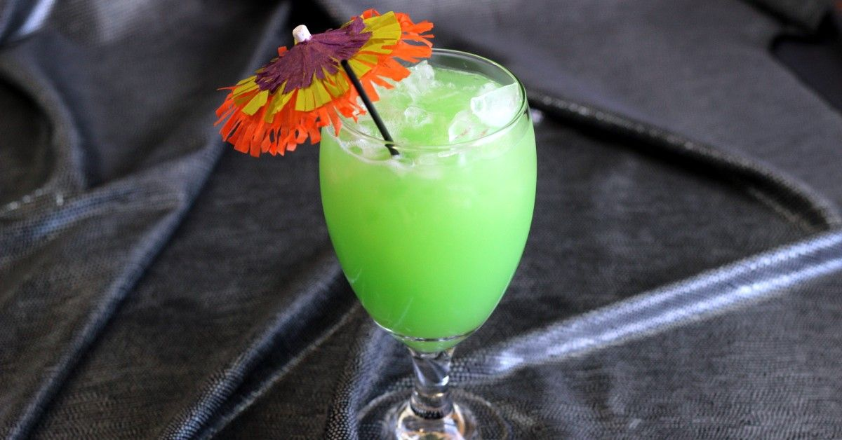 Green eyes drink recipe mix that drink for Mixed drinks with green tea