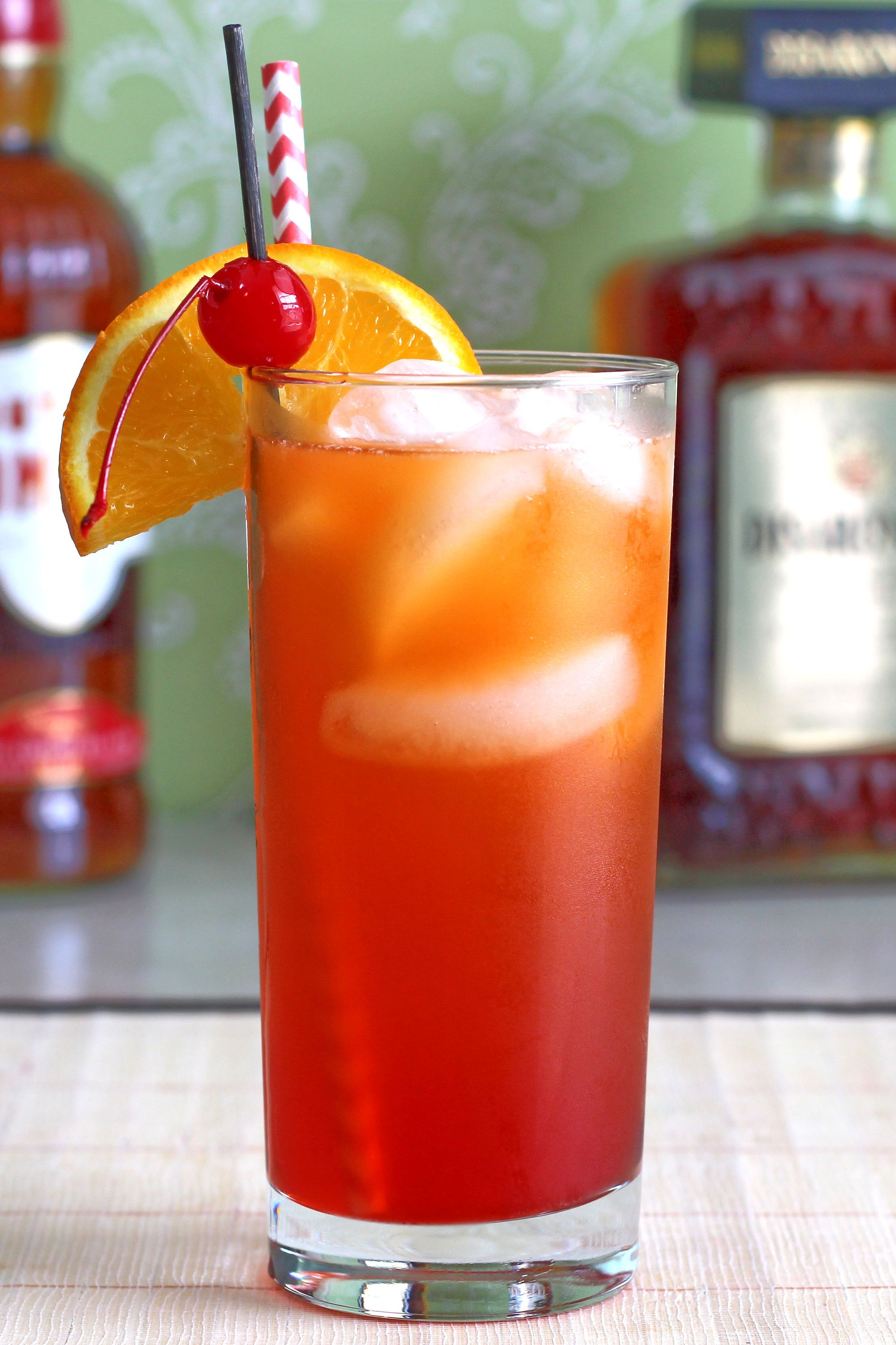 The Alabama Slammer blends Southern Comfort, amaretto, sloe gin and orange juice for a sweet, fruity flavor. It's easy to make and great for barbecues and other parties.