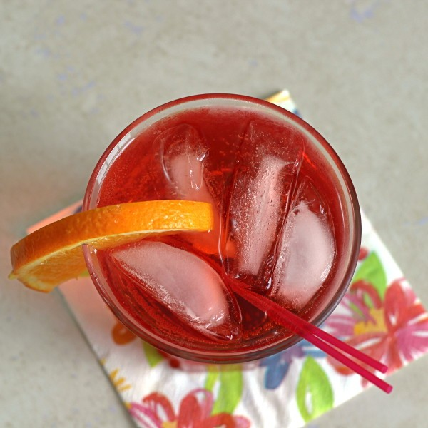 The Americano Cocktail recipe blends Campari with sweet vermouth and soda water.
