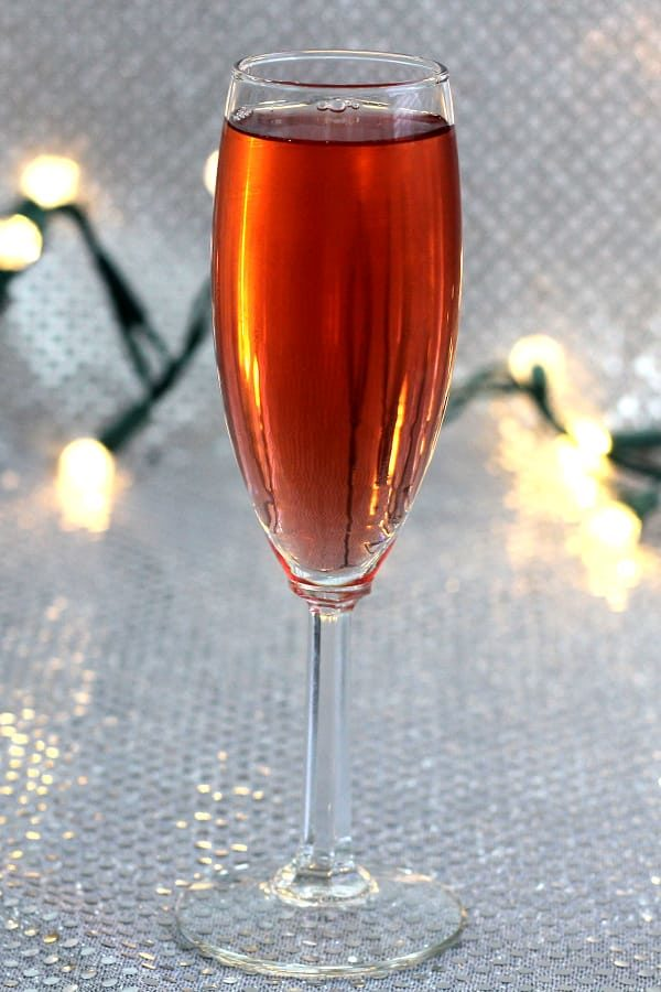 Reddish cocktail in champagne flute