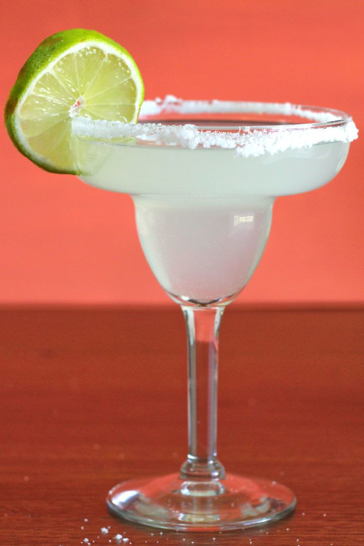 Margarita drink with lime